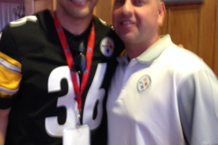 JAMES FARRIOR TAKES PICS WITH STEELER NATION LIVE'S BIG O